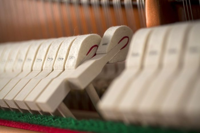122 Detail 15 hammers 2 web 700x467 - خرید پیانو فویریخ مدل 122 Feurich
