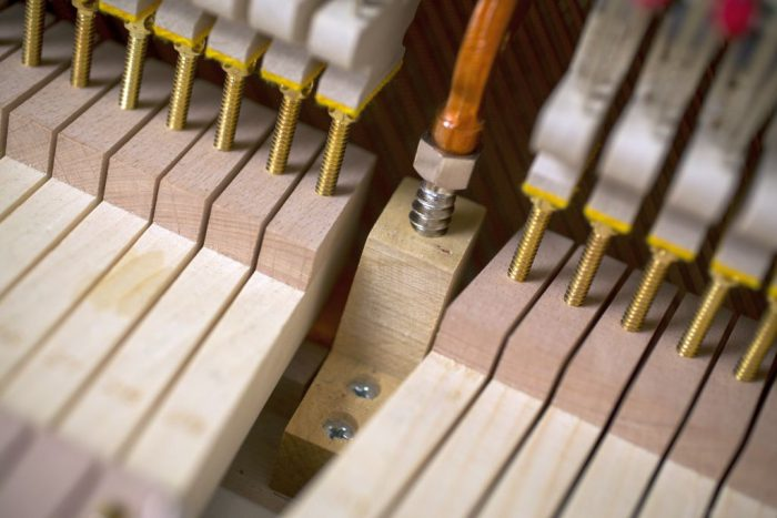 122 Detail 20 keys 2 web 700x467 - خرید پیانو فویریخ مدل 122 Feurich