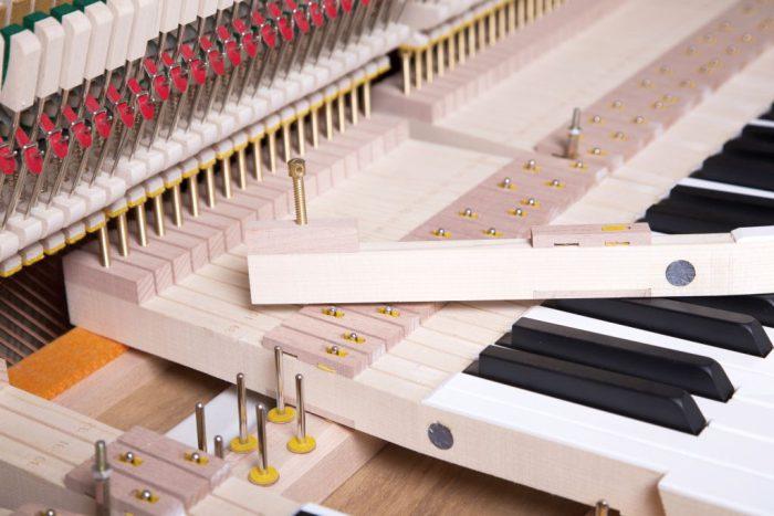 122 Detail 251 keys felts 6 web 700x467 - خرید پیانو فویریخ مدل 122 Feurich