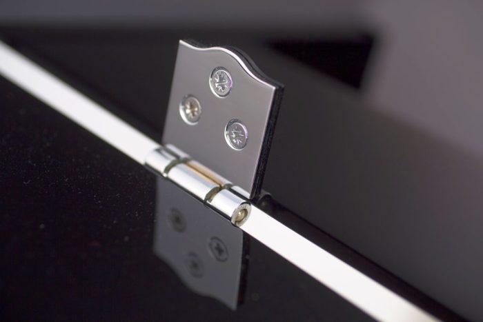 122 Detail 26 hinge web 700x467 - خرید پیانو فویریخ مدل 122 Feurich