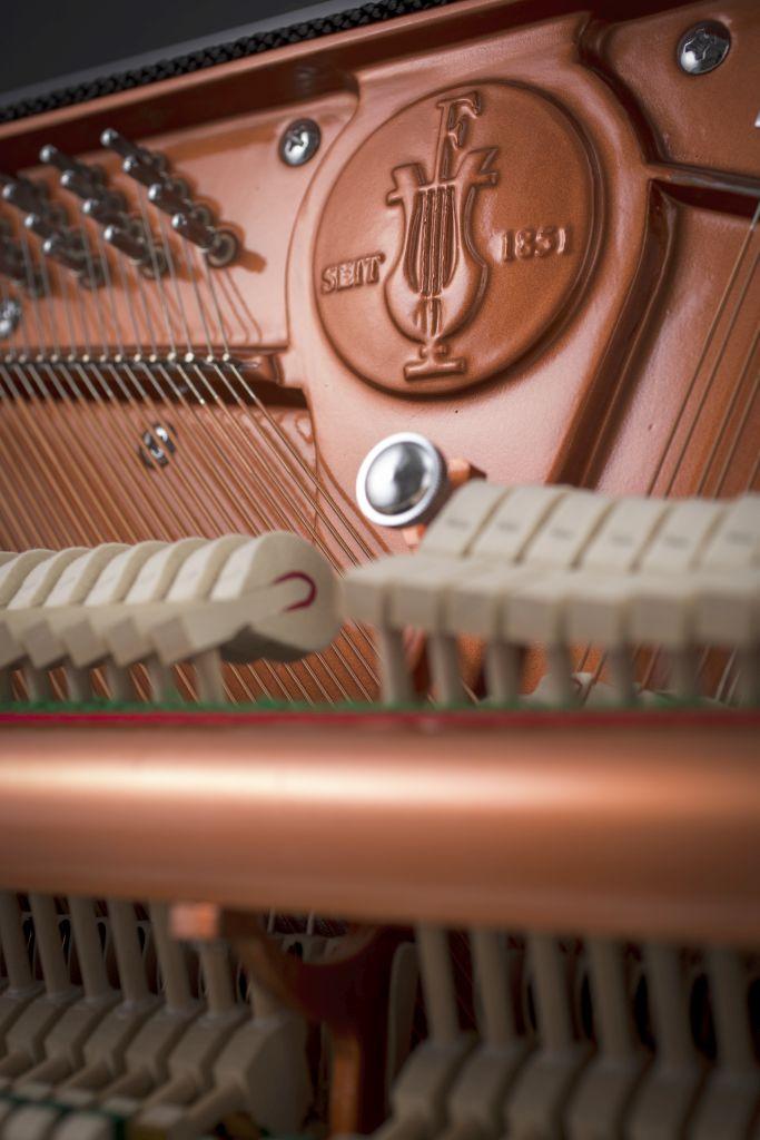 122 Detail 4 frame logo web - خرید پیانو فویریخ مدل 122 Feurich